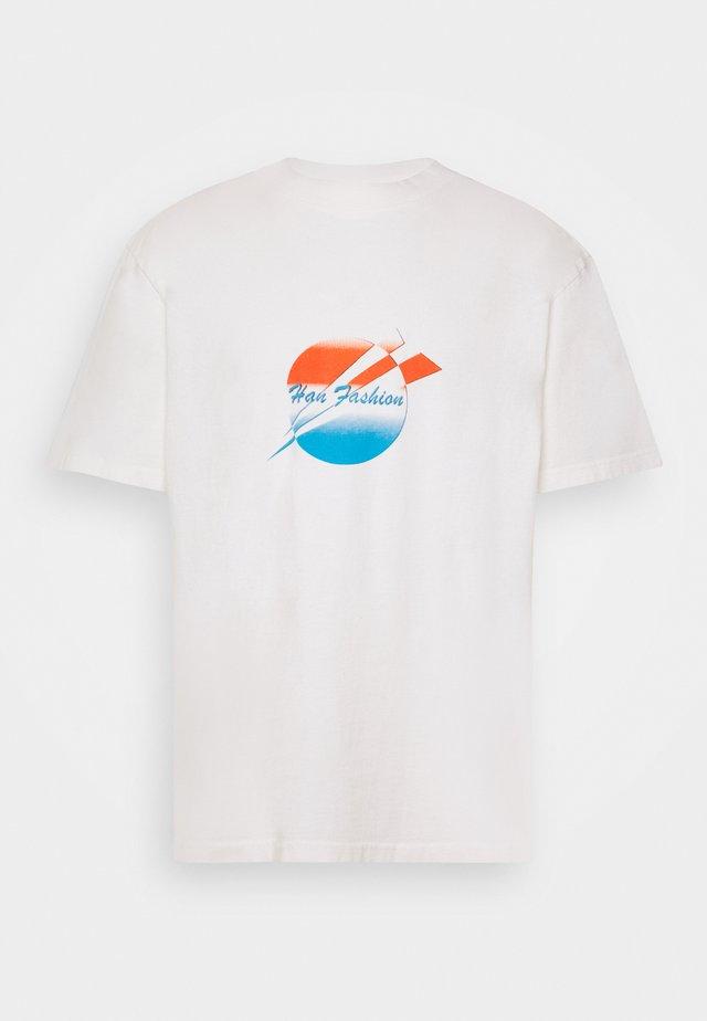 BOXY TEE - Camiseta estampada - off-white