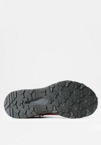 The North Face - W VECTIV EXPLORIS MID FUTURELIGHT - Hiking shoes - fiesta red/tnf black - 5