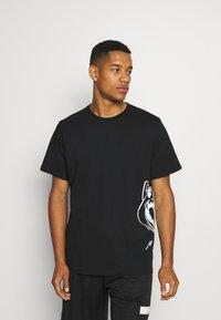 Puma - CAT JAWS TEE - Print T-shirt - puma black - 0