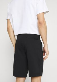 Armani Exchange - Shorts - black - 3