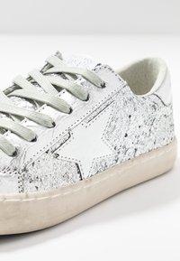 Le Temps Des Cerises - CITY - Sneakers - silver - 2