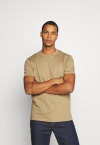 Minimum - AARHUS - Basic T-shirt - elmwood - 0