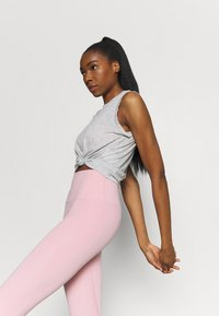 Nike Performance - CROCHET TANK - Sportshirt - grey heather/white/platinum tint - 3