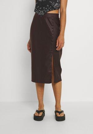 SKIRT - Pouzdrová sukně - brown