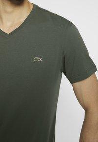 Lacoste - T-shirt basique - aucuba - 4