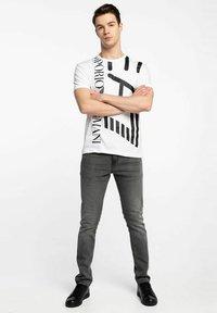 Emporio Armani - T-shirt con stampa - white - 1