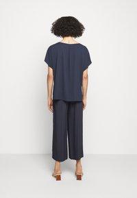 HUGO - HALASA - Kalhoty - dark blue - 2