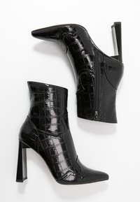 Missguided - FEATURE SHINY WESTERN BOOT - High heeled ankle boots - black - 3