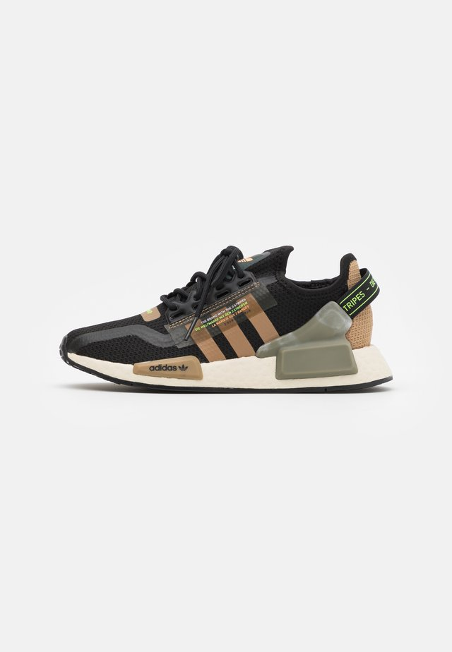 NMD_R1.V2 BOOST UNISEX - Zapatillas - core black/cardboard