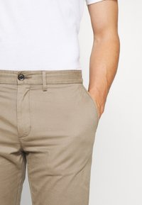 Tommy Hilfiger - DENTON  - Chino - brown - 4