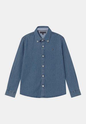 STRETCH - Shirt - denim medium
