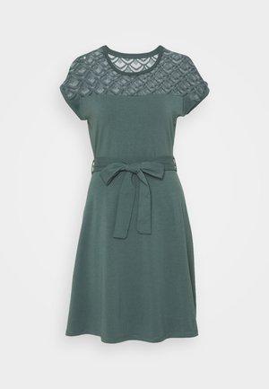 ONLBILLA DRESS - Jerseykjoler - balsam green