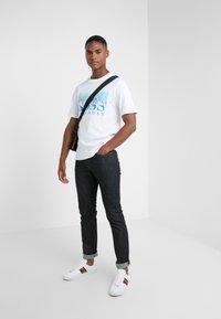 BOSS - TREK  - Print T-shirt - white/blue - 1