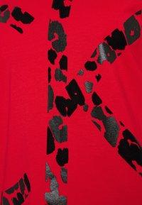 Calvin Klein - REGULAR FIT - Print T-shirt - red glare - 2