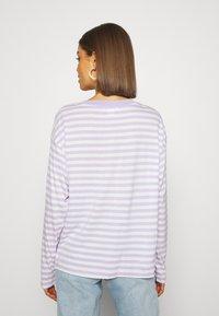 Monki - MAJA 2 PACK - Langærmede T-shirts - lilac/solid white - 2