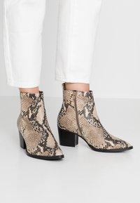 RE:DESIGNED - DEDRA - Kotníkové boty - beige - 0