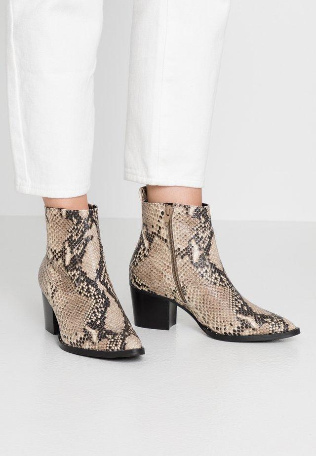 DEDRA - Korte laarzen - beige