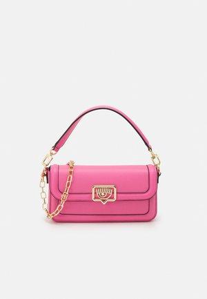 RANGE EYELIKE FRAME - Handbag - sachet pink