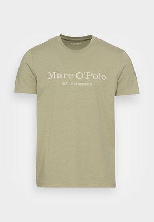 SHORT SLEEVE CLASSIC INSIDE CHEST PRINT - Print T-shirt - avery fern