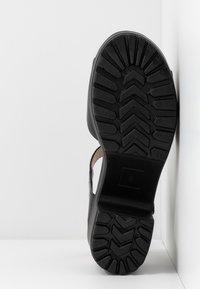 Koi Footwear - VEGAN - Sandales à plateforme - black - 6