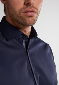 Eterna - MODERN FIT - Zakelijk overhemd - marine - 2