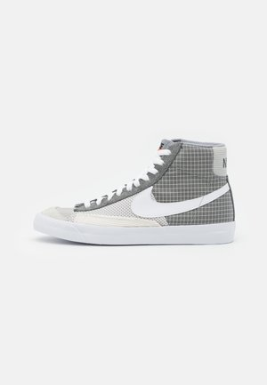 BLAZER MID '77 PATCH - Höga sneakers - smoke grey/white/particle grey