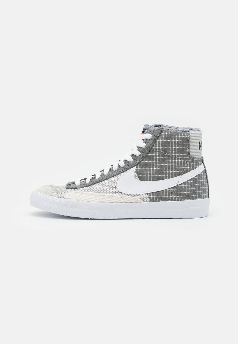 Nike Sportswear - BLAZER MID '77 PATCH - Sneakers hoog - smoke grey/white/particle grey