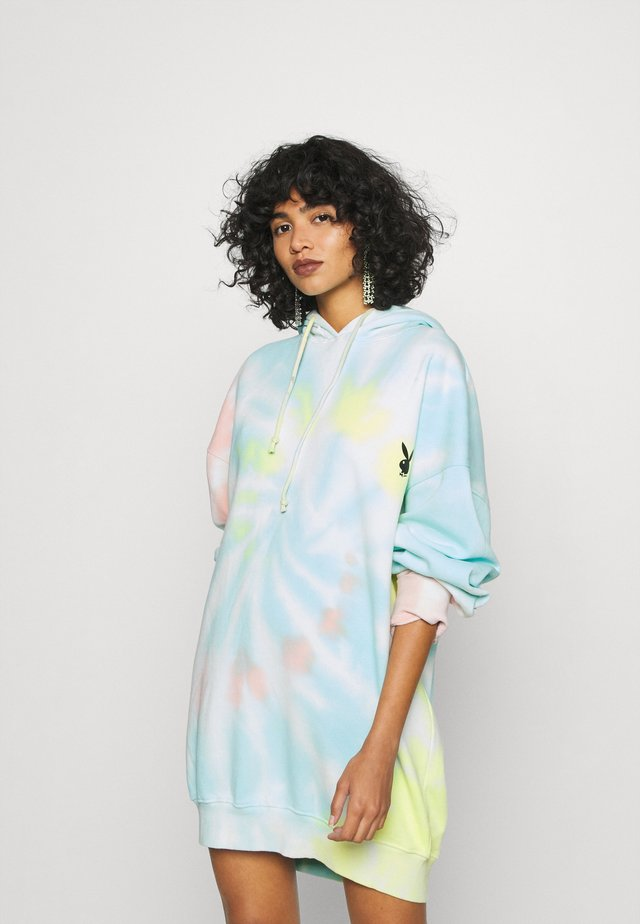PLAYBOY OVERSIZED HOODY DRESS - Vapaa-ajan mekko - multi