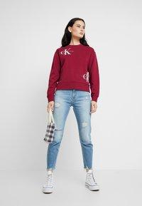 Calvin Klein Jeans - MONOGRAM OVERSIZED - Sweatshirt - beet red - 1