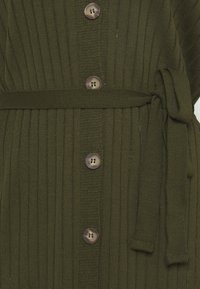 Glamorous Tall - BUTTON THROUGH DRESS WITH LOW V NECK TIE BELT AND LONG SLEEVES - Sukienka dzianinowa - khaki - 2