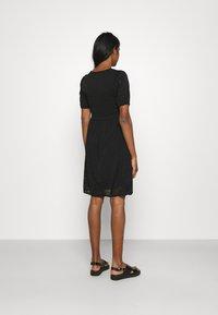 Vila - VITAMARA SHORT BRODERI DRESS - Denní šaty - black - 2