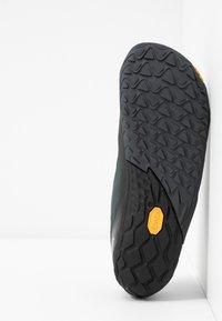 Merrell - VAPOR GLOVE 4 - Minimalist running shoes - black - 4