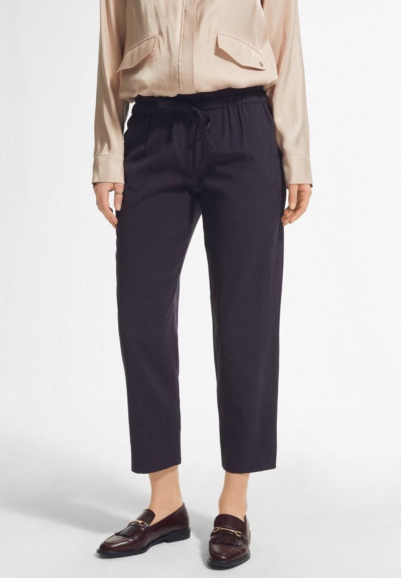 comma - MIT DURCHZUGBAND - Trousers - navy