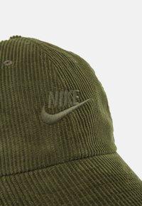 Nike Sportswear - FUTURA UNISEX - Lippalakki - rough green - 3