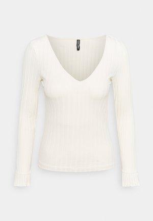 PCDEBRA - T-shirt z nadrukiem - whitecap gray