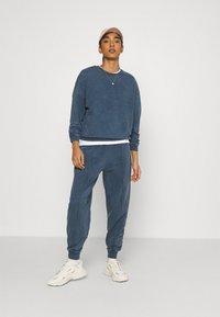 Topshop - ACID WASH - Sweatshirt - denim blue - 1