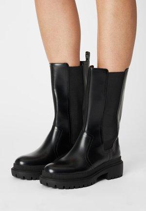 BETTLE CITY - Platåstøvler - black