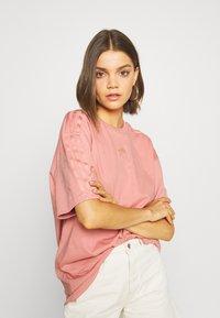 adidas Originals - Print T-shirt - ash pink - 3