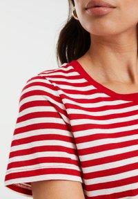 WE Fashion - Print T-shirt - bright red - 4