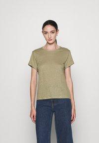 Filippa K - HAZEL TEE - Jednoduché triko - sage green - 0
