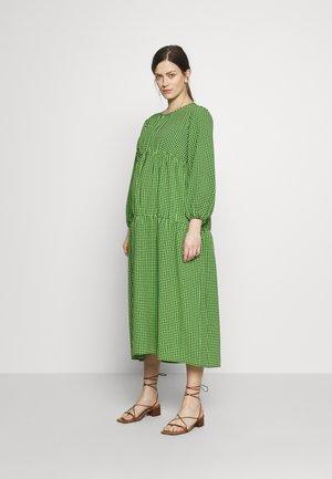 SMOCK TIERED DRESS - Denní šaty - green/black