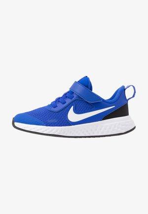 REVOLUTION 5 UNISEX - Neutral running shoes - racer blue/white/black