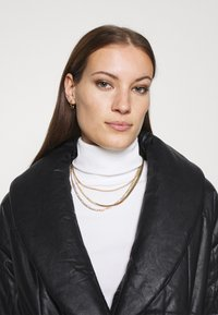 Who What Wear - BELTED PUFFER COAT - Classic coat - black - 3