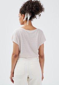 BONOBO Jeans - Camiseta estampada - rose pastel - 2