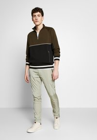 Paul Smith - GENTS DRAWCORD TROUSER - Tracksuit bottoms - light green - 1
