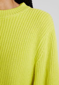 Monki - AGATA BASIC - Jumper - lime - 4