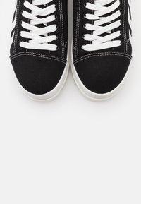 Koi Footwear - VEGAN - Sneakers basse - black/white - 5