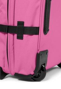Eastpak - TRANVERZ - Wheeled suitcase - frisky pink - 3