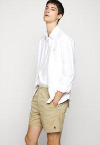 Polo Ralph Lauren - CFPREPSTERS FLAT - Shorts - luxury tan - 3