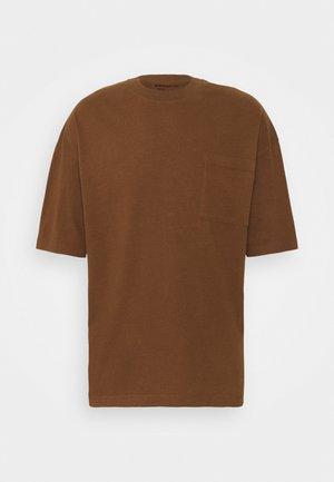 BRUCE - T-shirt basique - braun